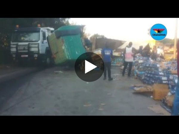 Truck carrying tonnes of fish topples on Tema motorway
