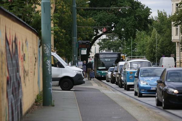Stau in der Zeppelinstraße droht auch dieser Woche wieder. Foto: Friedrich Bungert