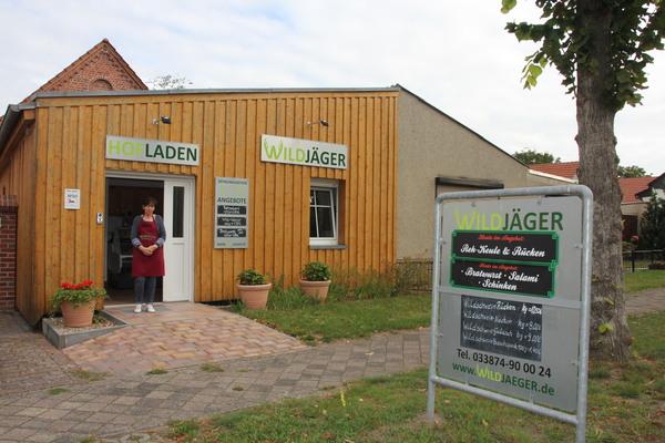 Im Hofladen gibt es Wildfleisch sowie Wurstwaren. Foto: Christin Schmidt