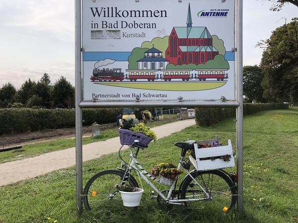 Das Rad steht in der Nienhäger Chaussee, Bad Doberan (Foto Cora Meyer)