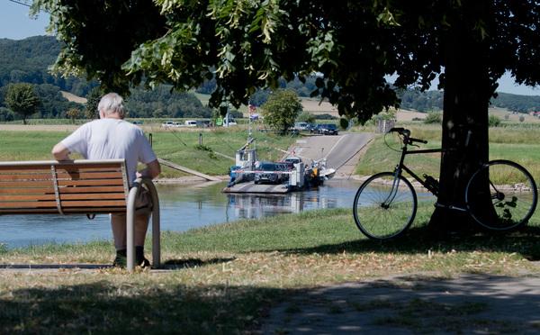 Die Gierseilfähre in Großenwieden. (Foto: Julian Stratenschulte/dpa)