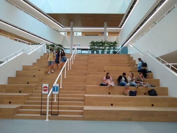 Howest ouvre une nouvelle année dans un tout nouveau campus - Howest opent nieuw academiejaar in gloednieuwe campus