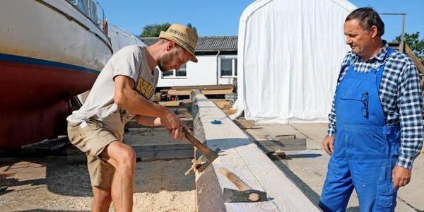Kirchdorf/Insel Poel: Hier entsteht der neue Mast für die Poeler Kogge