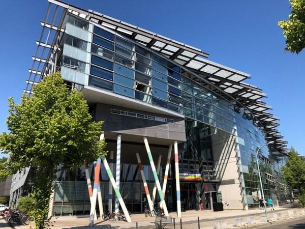 So sieht der Eingangsbereich die Filmuniversität Babelsberg aus. Foto: Peter Degener