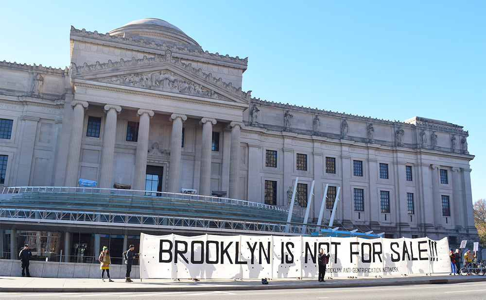 The front of the Brooklyn Museum during the 2015 Brooklyn Real Estate Summit (photo by Benjamin Sutton for Hyperallergic)