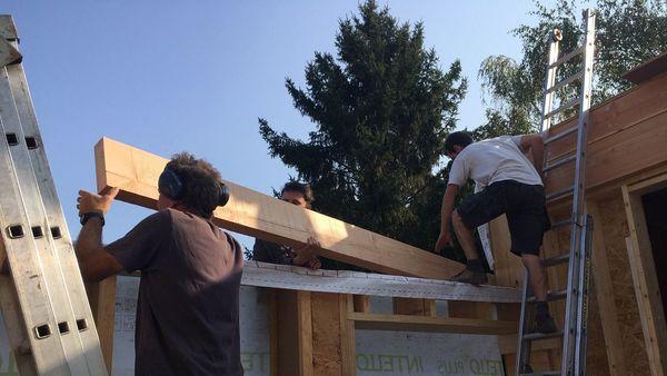 """Chantier participatif à Tournai: """"moins cher pour les bâtisseurs, enrichissant pour les volontaires"""" - Participatieve bouwwerf in Doornik: """"goedkoper voor de bouwers, verrijkend voor de vrijwilligers""""."""