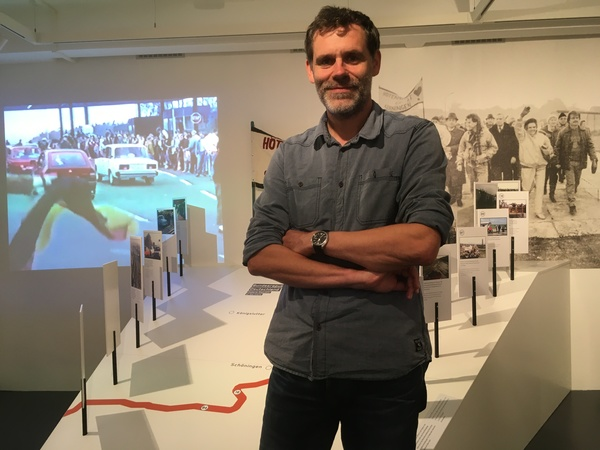 Gedenkstättenleiter Sven Sachenbacher führte bei der Modernisierung Regie. (Foto: Gabriele Schulte)