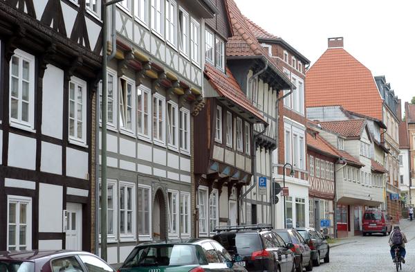 Fachwerkhäuser prägen das Bild der Altstadt in Helmstedt. (Foto: Peter Steffen/dpa)