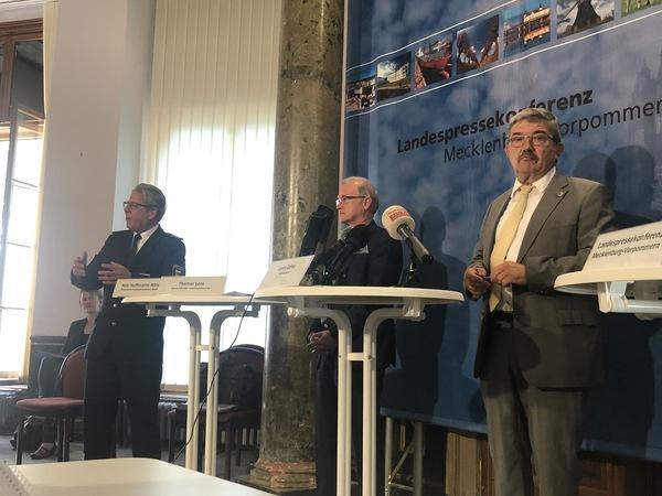 """""""Faule Äpfel aussortieren"""": Caffier will bei Fehlverhalten von Polizisten in MV durchgreifen"""