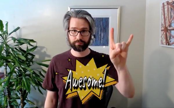 🔥 Deze guy tweakte een Snap lens waardoor in video calls z'n gestures worden ondersteund door teksten in comic-book style.