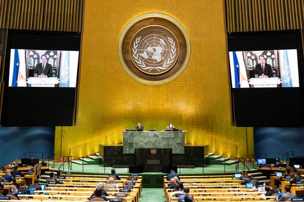 Premier Cyprus spreekt vergadering VN toe.
