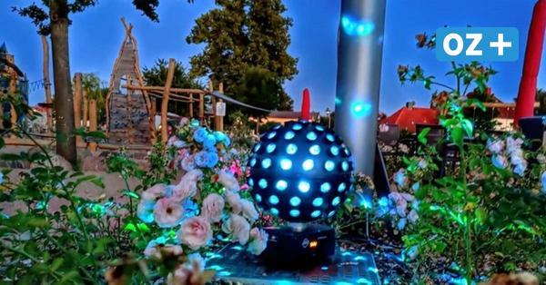 Kalkhorsts Miniaturen im Freizeitpark Minimare werden farbig beleuchtet