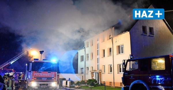 Mann will brennendes Haus betreten – Polizei stoppt ihn mit Pfefferspray