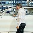 Bundestrainer Jogi Löw fährt jetzt den ID.3 von Volkswagen