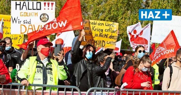 Conti-Mitarbeiter protestieren in Hannover gegen geplante Werksschließungen