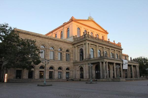 """... die Kritiker-Umfrage des Fachmagazins """"Opernwelt"""" - mit Hannover in einer netten Nebenrolle"""