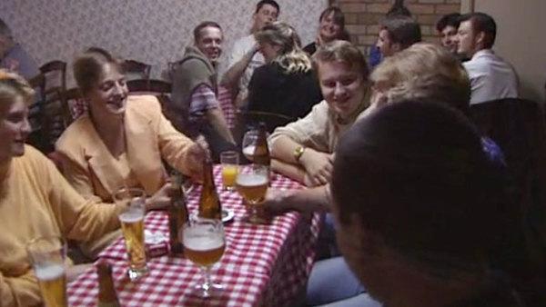 1996, visite du plus vieil estaminet des Flandres - Een bezoek aan een van de oudste estaminets