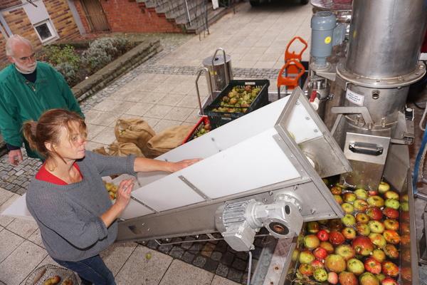Beim Wittenberger Apfelmarkt ist die mobile Saftpresse besonders beliebt. Foto: Andreas König