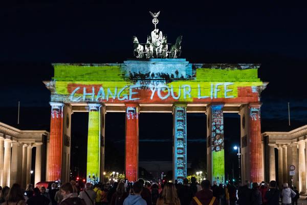 Auch das Brandenburger Tor wird noch bis Sonntag abends illuminiert.