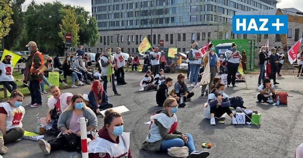 Beschäftigte des Klinikum Region Hannover legen ihre Arbeit nieder