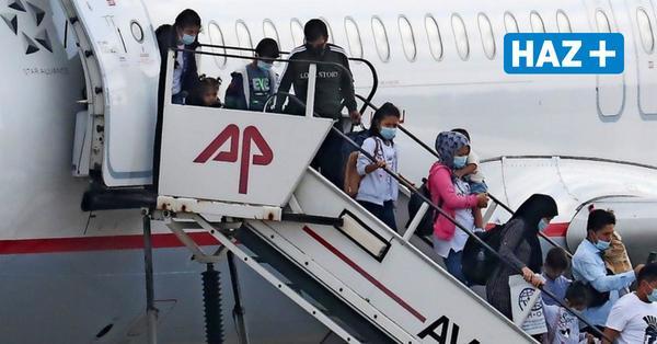 Die ersten 139 Flüchtlinge aus Moria landen in Deutschland