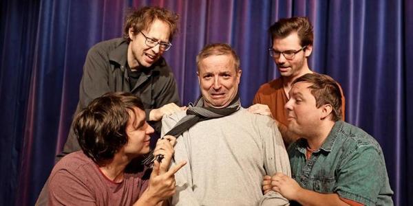 Ein Regissör hat's schon mal schwör: Tom Bailey (Mitte), umringt von Robert Günschmann (links unten), Jan Mareck (links oben), Martin Joost (rechts oben) und André Bautzmann. Foto: André Kempner