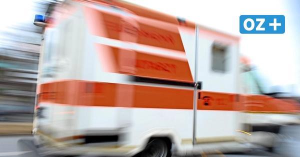 Autounfall auf Rügen: Frau prallt zwischen Karow und Bergen gegen einen Baum