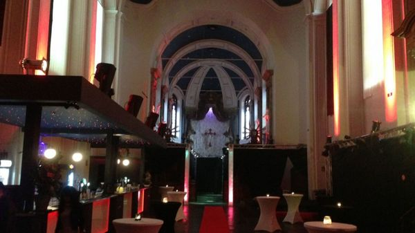 Espace bien-être, gîte, salle de concert : la deuxième vie des bâtiments d'église - Kerken krijgen een tweede leven
