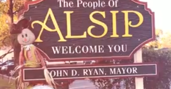 To get elected, Alsip Mayor John Ryan bragged of cutting predecessor's pay. Three years later, he wants a big raise.