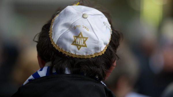 Synagoge in Berlin: Schriftkapsel mit Hakenkreuz beschmiert
