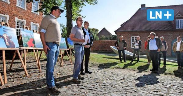 Bauern protestieren in Ratzeburg gegen Kunstaktion