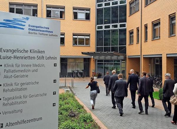 2017 hatte noch Brandenburgs Ministerpräsident Dietmar Woidke (SPD) das Lehniner Krankenhaus besucht. Quelle: Frank Bürstenbinder