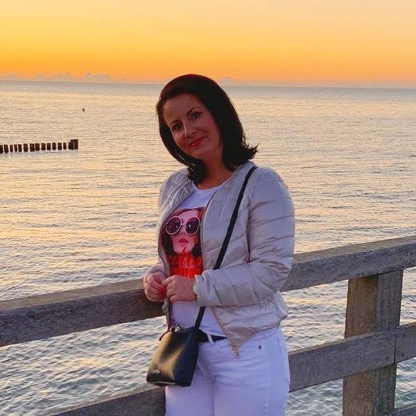 Katrin Michaelis lauscht dem Meeresrauschen (Foto: privat)