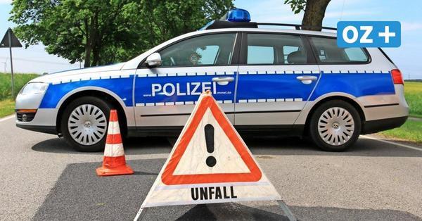 Trotz Verbot: Pkw-Fahrer überholt auf Rügen Kolonne und kracht in Auto