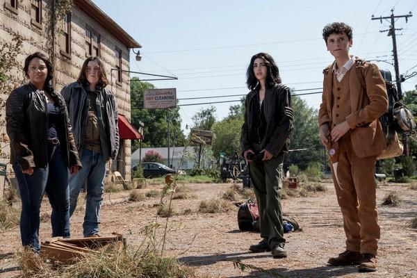 Crítica: 'The Walking Dead: World Beyond' merece una oportunidad, por Álvaro Onieva