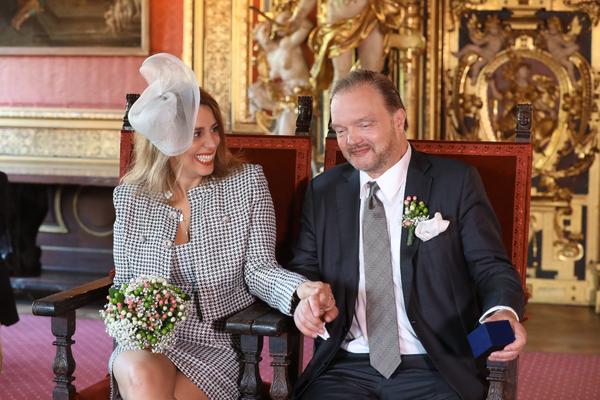 Alexander Fürst zu Schaumburg-Lippe und seine Ehefrau Makhameh wohnen im Schloss. (Foto: Rainer Dröse)