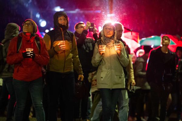 Im vergangenen Jahr stand das Lichtfest unter dem Eindruck des Anschlages auf die jüdische Synagoge in Halle. In diesem Jahr werden Menschenansammlungen wegen der Pandemie vermieden. Foto: Christian Modla