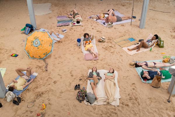 "Die theatrale Installation ""Sun & Sea"". (Foto: Andrey Vasilenko)"