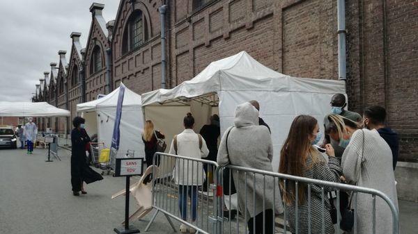 Covid-19 : Lille placée en alerte maximale avec fermeture des bars samedi - Regio Rijsel in hoogste waakzaamheid, cafés sluiten