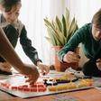 Herbstferien zu Hause? Drei Spieleneuheiten für heitere Herausforderungen