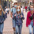 🔴 MEER MONDKAPJES - Worden we minder ernstig ziek? Misschien komt het door de spatjes | De Volkskrant