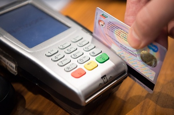 Fintech colombiana apoya crecimiento de pequeños comercios con operaciones con tarjeta.