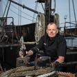 Für die Piraten-Optik: Cuxhavener brauen Seepockenbier in der Elbe