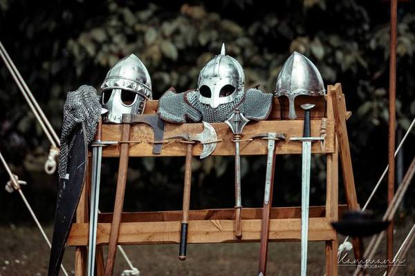 Eine kleine mittelalterliche Rüstungsschau. (Foto: Handout fremd.essen)