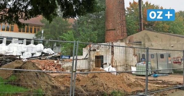 Kröpelin:Heizhaus-Schornstein wird gesprengt