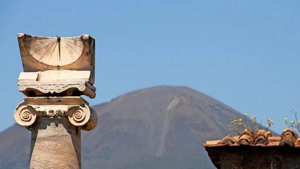 """... die Touristin, die gestohlene Artefakte aus Pompeji nach 15 Jahren zurückgibt, weil """"sie verflucht sind"""""""
