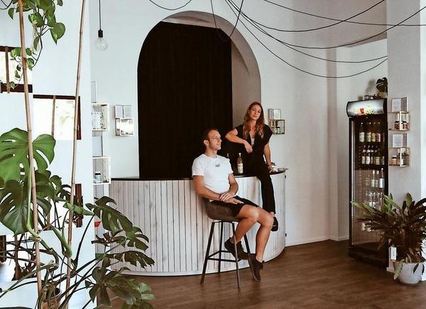 """Lifestyle trifft Gesundheit: Hendrik Aderhold und Nathalie Kürzel gehört das """"Extrakt"""" auf der Dresdner Straße. Quelle: Privat"""