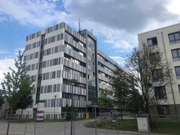 "Das ""Zebrahaus"" am Uni-Standort Golm. Foto: Peter Degener"