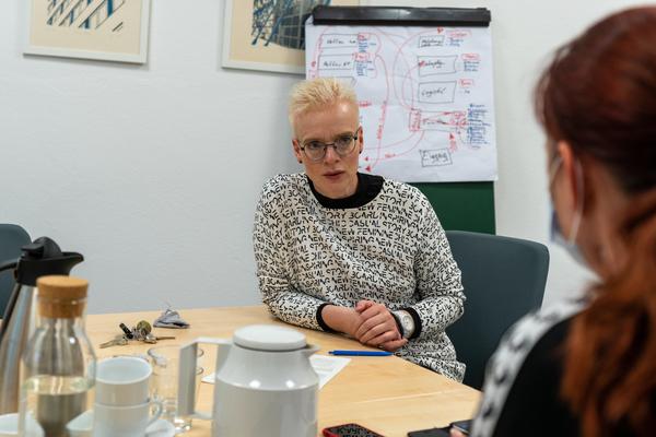 Amtsärztin Kristina Böhm im Interview mit MAZ-Redakteurin Saskia Kirf. Foto: Varvara Smirnova