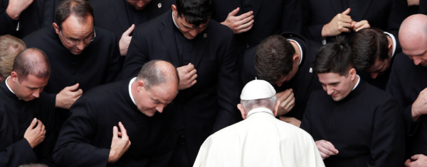 Paven velsigner global genstart